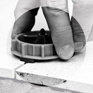 Nivellier-System für Großformate - Schraubkappe drehen bis Fliesenkante plan sind